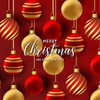 Realistische prettige kerstdagen en nieuwjaarskaart met kerstballen