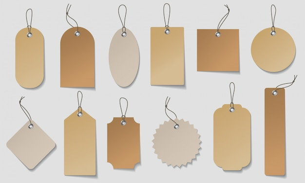Realistische prijskaartje set. maak organische witte en bruine papieren etiketten in verschillende vormen.