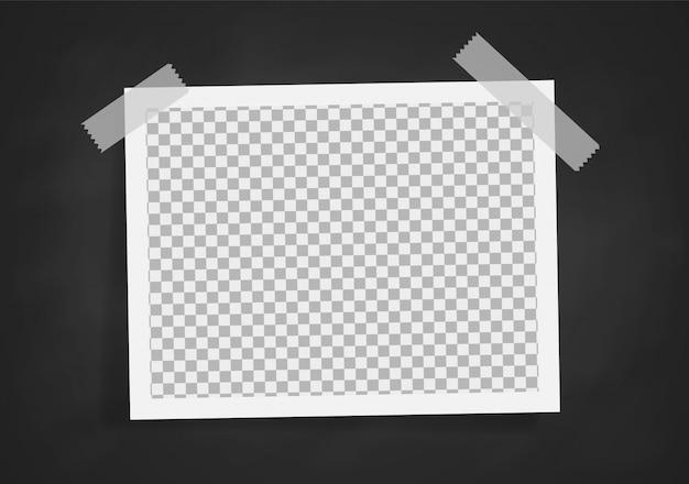 Realistische retro fotolijst op schoolbord ontwerp