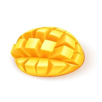 Realistische rijpe mango in blokjes gesneden. exotisch eten vol vitamines.