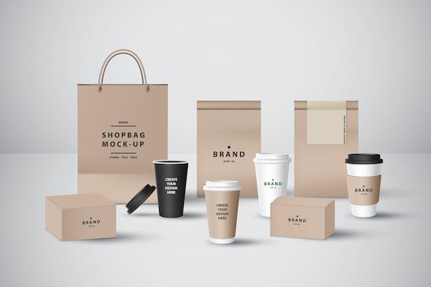 Realistische set voor bakkerij of coffeeshop, afhaalbeker, voedseldoos, papieren zak, spuitzak en servet voor branding.