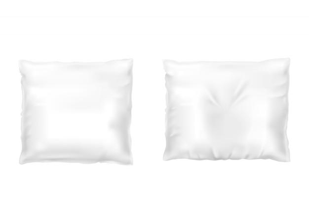 Realistische set witte vierkante kussens, comfortabel, zacht, schoon en verfrommeld
