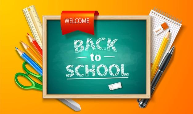 Realistische terug naar school achtergrond met schoolbord pen potlood liniaal en briefpapier