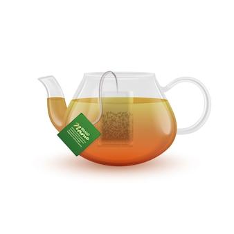 Realistische theepot met hete zwarte thee