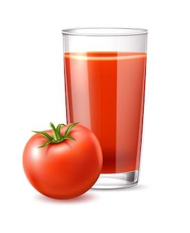 Realistische tomatensap glas en hele rijpe tomaat met bladeren vector rode sap beker