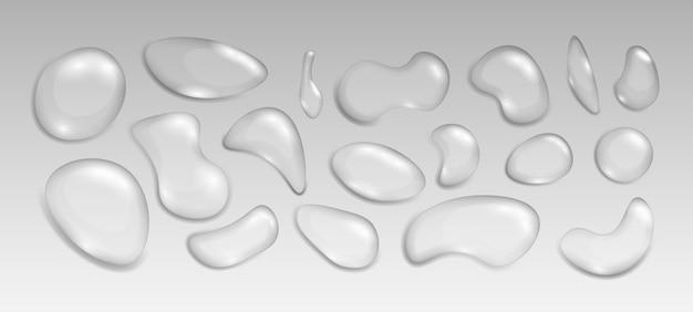 Realistische transparante druppels water in verschillende vormen. thema vochtigheid en transparantie. set condensatiebellen of realistische druppel, h2o-element en natte spetters.