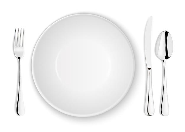 Realistische vector lepel, vork, mes en schotel plaat close-up geïsoleerd op een witte achtergrond. ontwerpsjabloon of mock-up. bovenaanzicht.