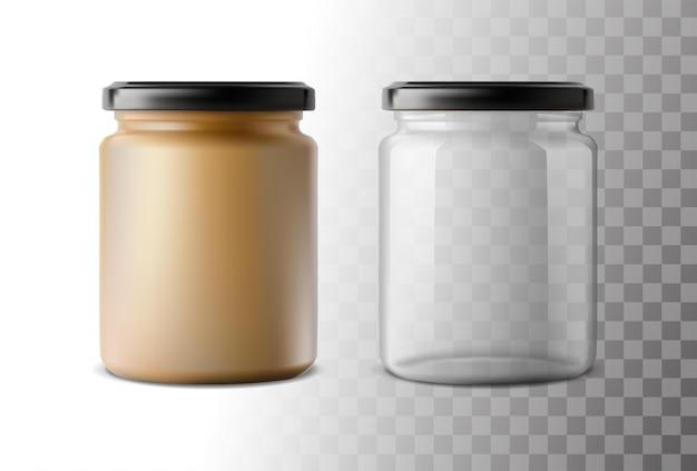 Realistische volle en lege glazen potten
