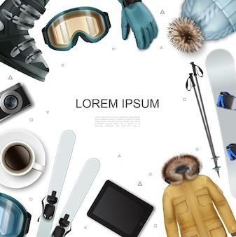 Realistische winterrecreatie sjabloon met jas, hoed, tablet, koffiekopje, camera, skistokken, snowboard, bril