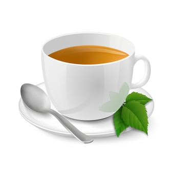 Realistische witte kopje met zwarte thee en munt