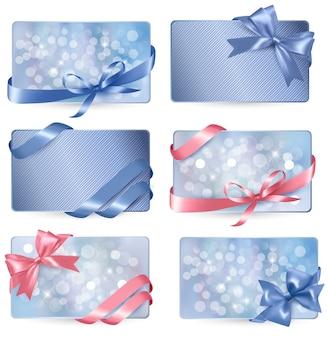 Reeks kleurrijke giftcards met giftbogen met linten