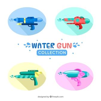 Reeks kleurrijke waterkanonnen met plastic materiaal