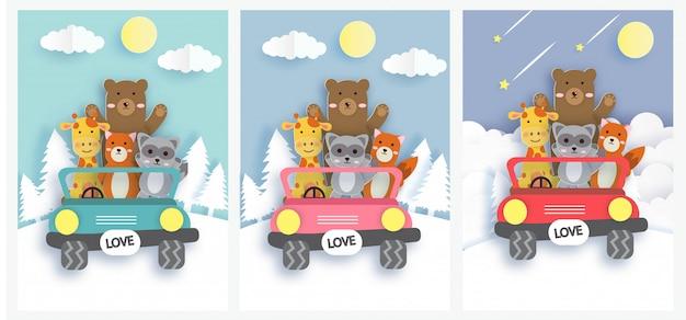 Reeks leuke kaarten met dierentuindieren die op een kleurrijke auto rijden.
