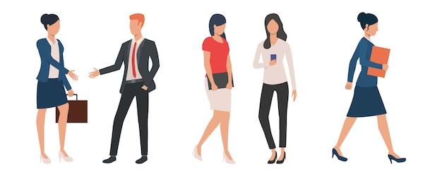 Reeks mannelijke en vrouwelijke mensen die aan project werken