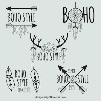 Reeks van vijf handgetekende logo's met veren en pijlen