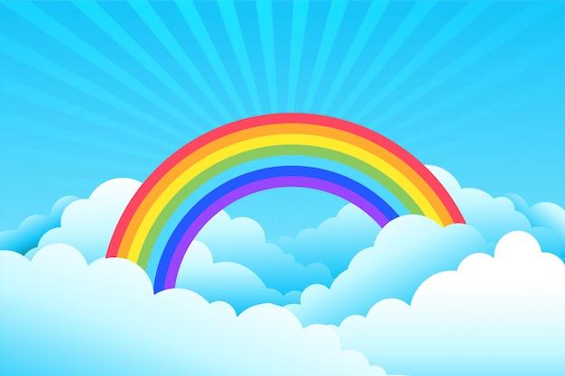 Regenboog bedekt met wolken en hemelachtergrond