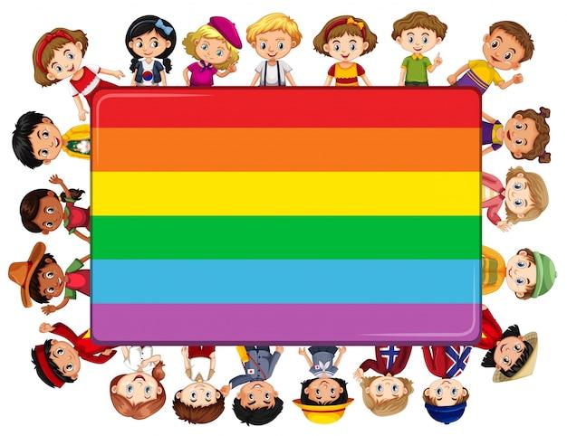 Regenboog bord met veel kinderen op de achtergrond