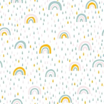 Regenboog en regendruppels naadloos patroon in pastelkleuren. baby scandinavische hand getekende illustratie ideaal voor textiel en pasgeboren kleding