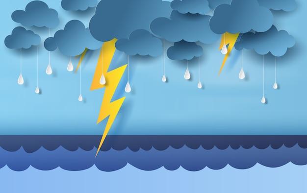 Regenseizoen in zee met storm bliksem