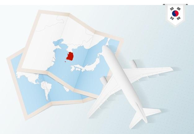 Reis naar zuid-korea, bovenaanzicht vliegtuig met kaart en vlag van zuid-korea.