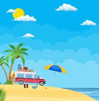 Reisbusje met surfplank en koffers op een strand met palmen.