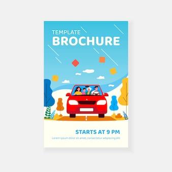 Reizen in auto brochure sjabloon en gelukkige familie