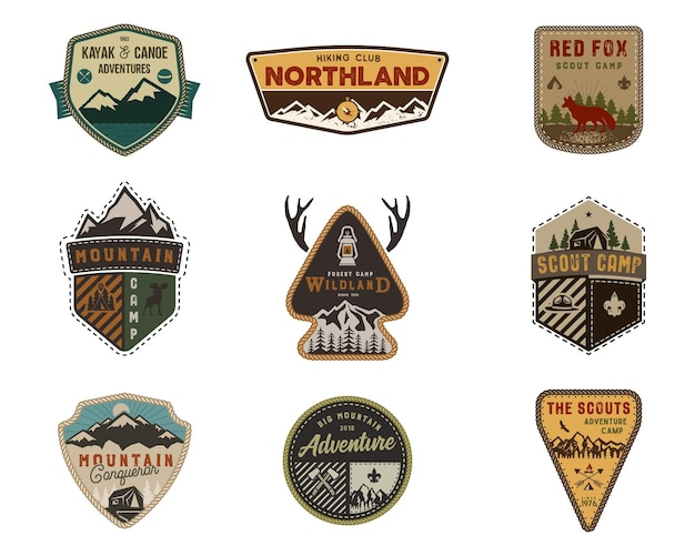 Reizen, outdoor badge collectie. scout kamp embleem set. vintage hand getrokken ontwerp. voorraad vectorillustratie, insignes, rustieke patches. geïsoleerd op een witte achtergrond.