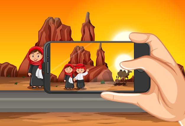 Reizende foto nemen door slimme telefoon op meningsachtergrond