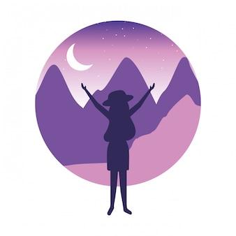 Reizigersvrouw in het nachtlandschap
