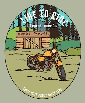 Retro aangepaste motorfiets op de berg