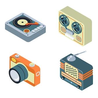 Retro media. radio, bandrecorder en draaitafel. oude apparatuur voor audio en foto.