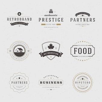 Retro uitstekende etiketten of emblemen geplaatst vectorontwerpelementen