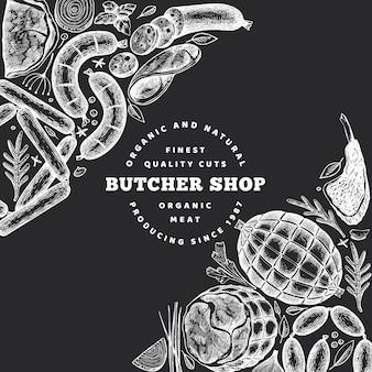 Retro vector vleesproducten ontwerp. hand getrokken ham, worstjes, kruiden en specerijen. ruwe voedselingrediënten. vintage illustratie op schoolbord.