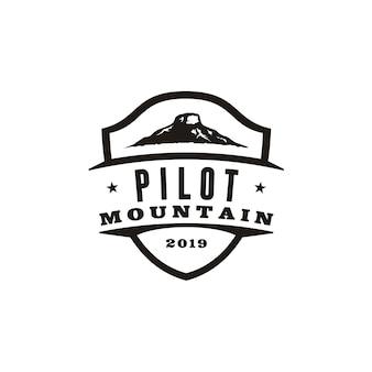 Retro vintage pilot mountain-embleemontwerp