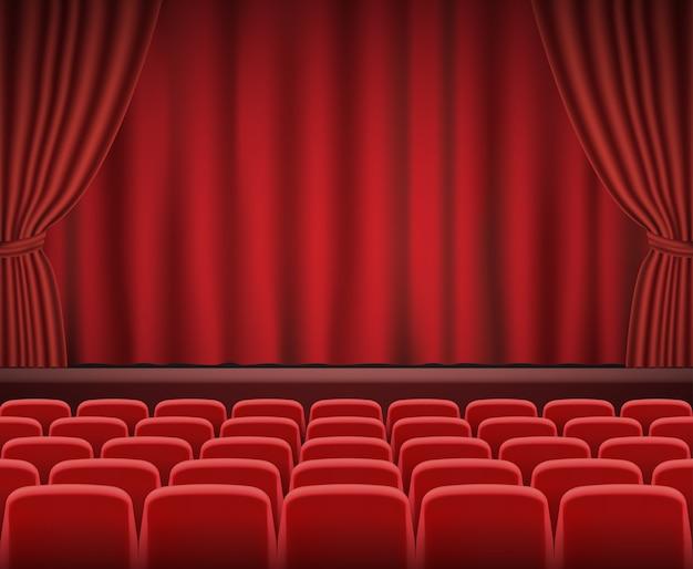 Rijen met rode bioscoop- of theaterstoelen