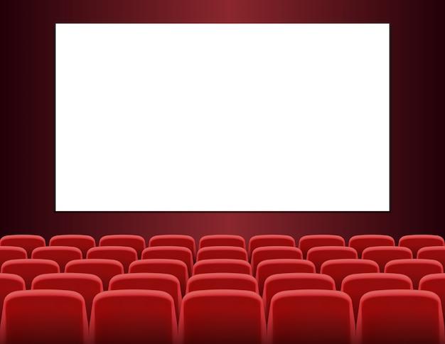 Rijen van rode zetels voor het witte lege scherm