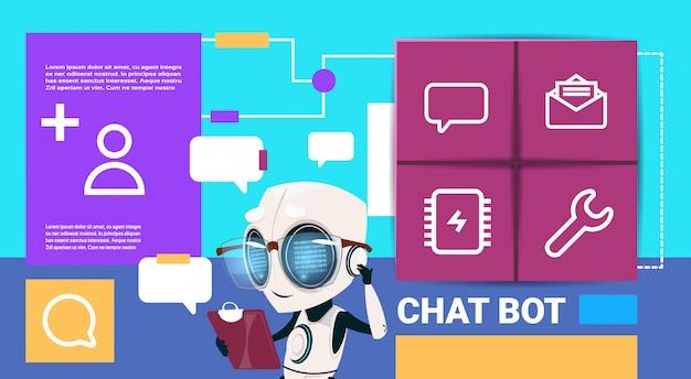 Robot met tablet messenger chat bot applicatie presentatie interface kunstmatige intelligentie concept platte kopie ruimte
