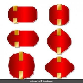 Rode labels met gouden linten