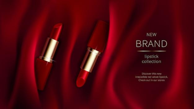 Rode lippenstift op zijde of fluwelen stof
