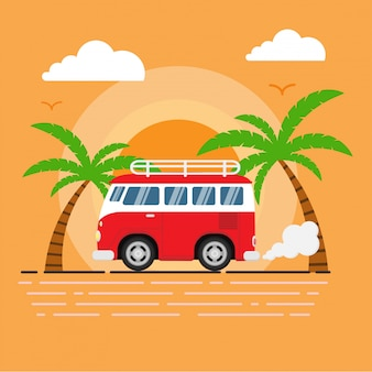 Rode retro bus loopt langs het strand met zonsondergang, kokospalmen en vogels als achtergrond