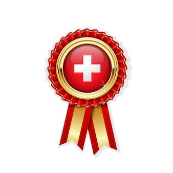 Rode rozet met de vlag van zwitserland in gouden badge, zwitserse onderscheiding of kwaliteitssymbool