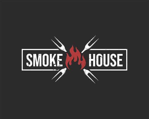 Rokerij logo ontwerp op zwarte achtergrond