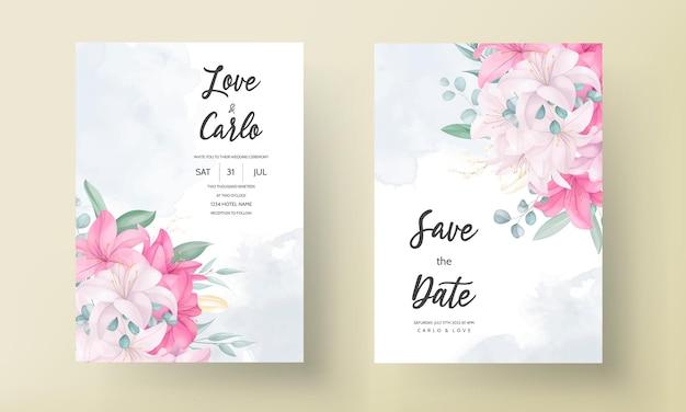 Romantische huwelijksuitnodigingskaart met prachtige lelie bloemen en bladeren