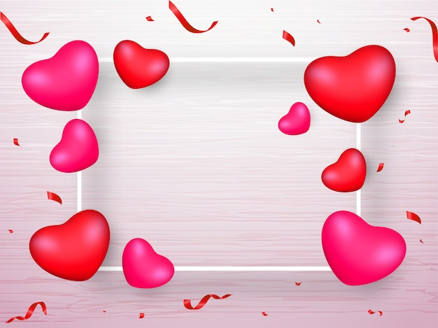 Roze en rood realistische harten en confetti lint ingericht op witte houten textuur achtergrond met ruimte voor uw bericht.
