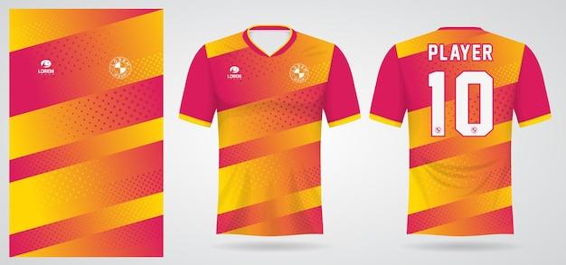 Roze geel sportshirt sjabloon voor teamuniformen en voetbal t-shirtontwerp