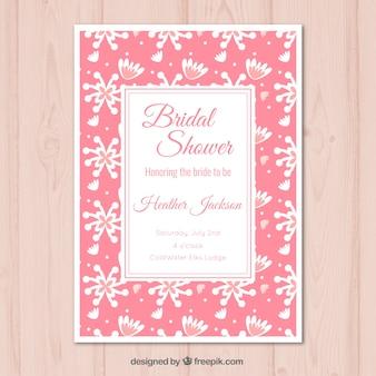 Roze uitnodiging van het vrijgezellenfeest met witte bloemen