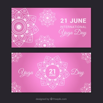 Roze yoga banners met de hand getekende mandala