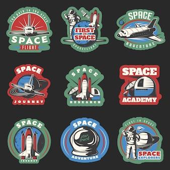 Ruimtevluchten en onderzoek gekleurde emblemen met kosmische apparatuur