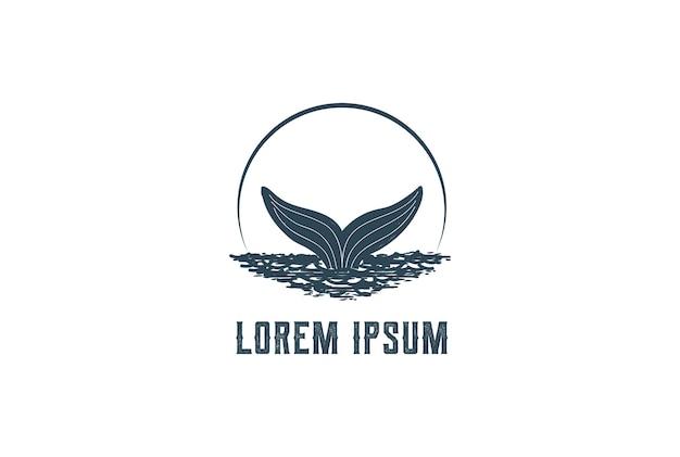 Rustieke handgetekende walvis of dolfijnstaart logo ontwerp vector