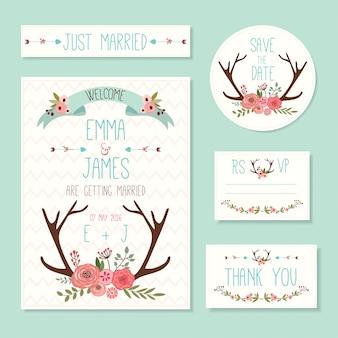 Rustieke huwelijkskaarten en uitnodigingen die met bloemenelementen en hertenhoornen worden geplaatst